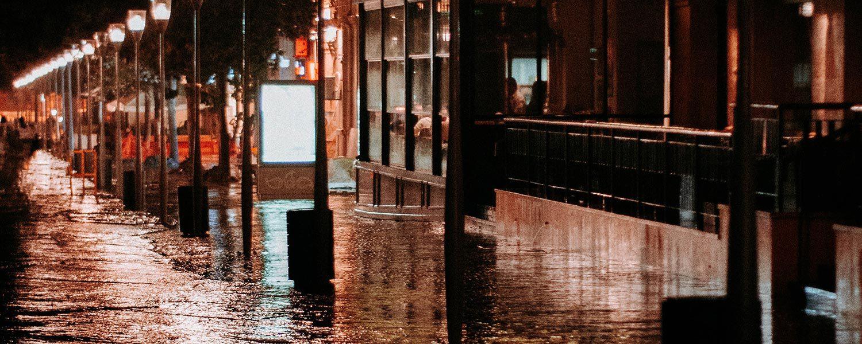 flood-ulvi-safari-fYcCFUzLEIQ-unsplash